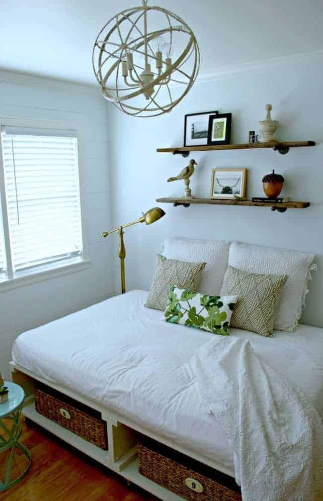 DIY light fixture for a guest bedroom | chatfieldcourt.com