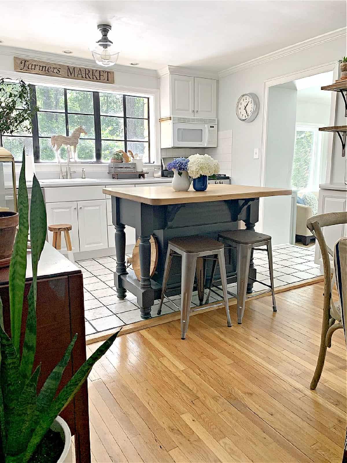 hardwood floors in small dining room