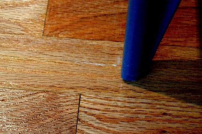 Easily fix scratches on hardwood floors for Hardwood floors too shiny