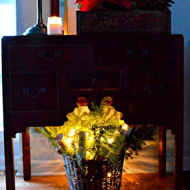 Nothing like the glow of Christmas lights at night and Bing Crosby singing White Christmas. #christmaslights #christmascarol