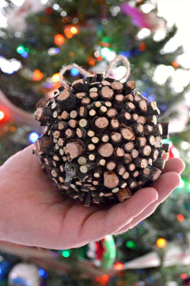 A simple, fun and totally free Christmas craft. A DIY rustic ornament using sticks, jute twine and glue.