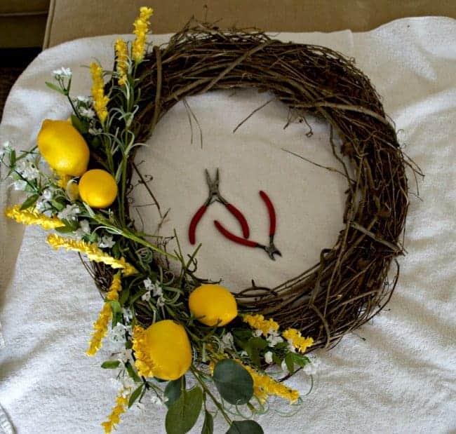 DIY Spring Wreath | www.chatfieldcourt.com