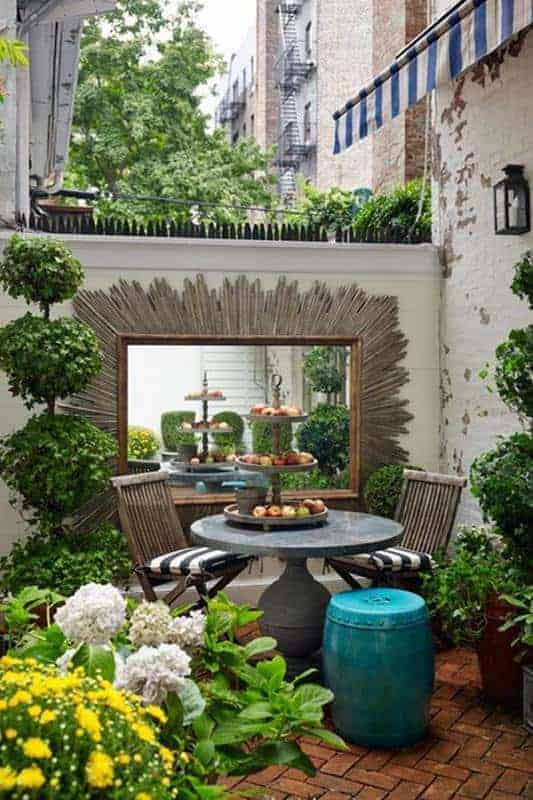 Small but beautiful outdoor spaces for Small space landscape ideas