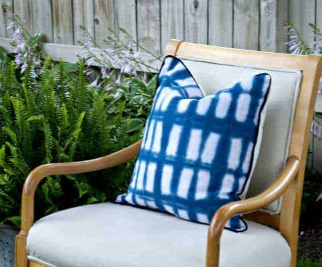 Tie Dye Pillow Cover Tutorial | chatfieldcourt.com