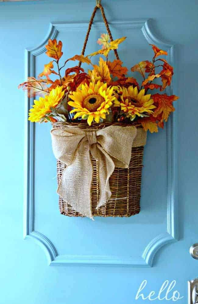 An easy to do front door basket for fall. Love this! chatfieldcourt.com