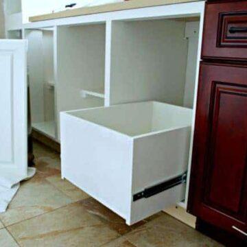 Kitchen garbage drawer