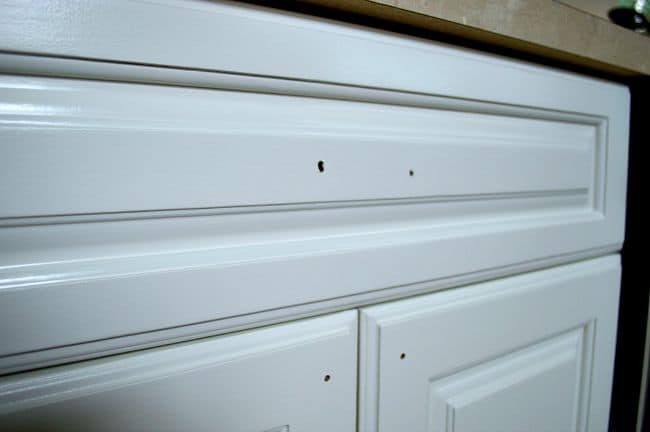 white painted kitchen cabinets without hardware
