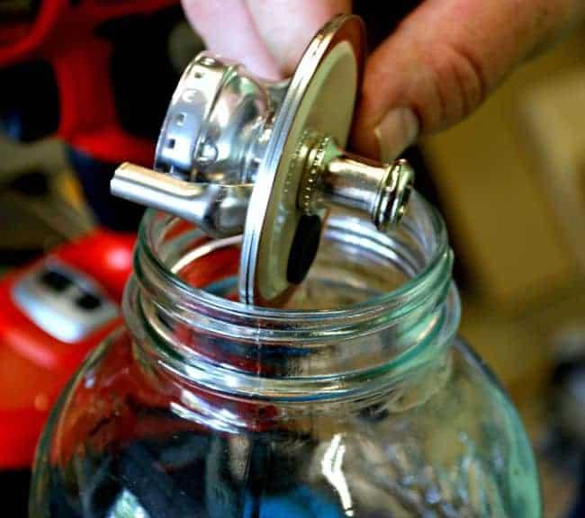 DIY Mason Jar Lamp | chatfieldcourt.com