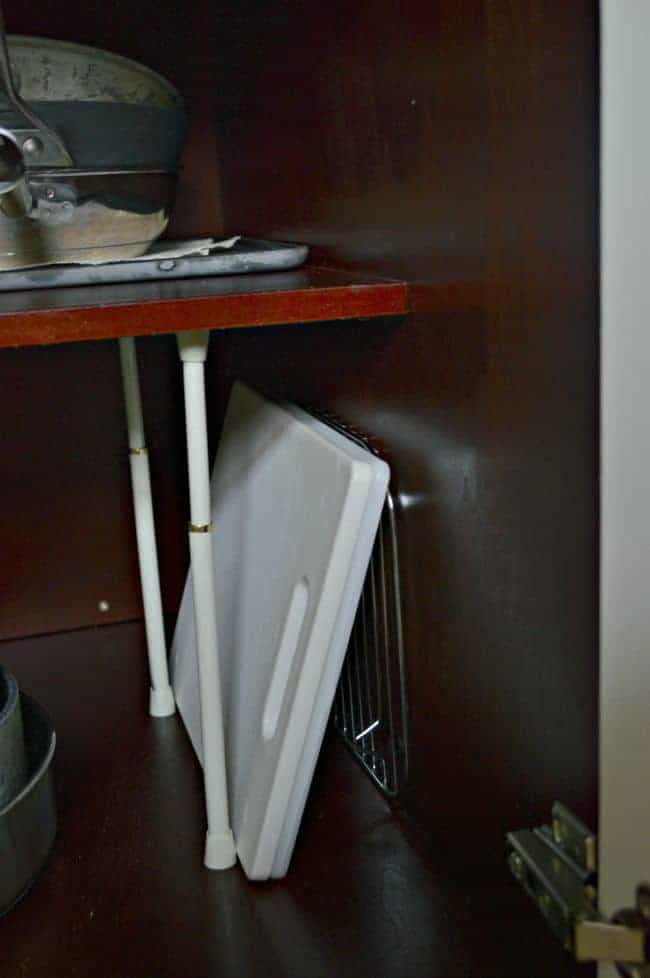 Kitchen cutting board storage solution using curtain rods. | chatfieldcourt.com