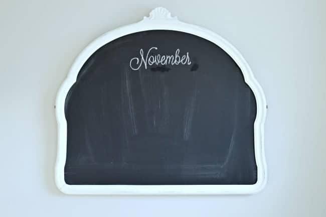 Easy chalkboard calendar November | chatfieldcourt.com