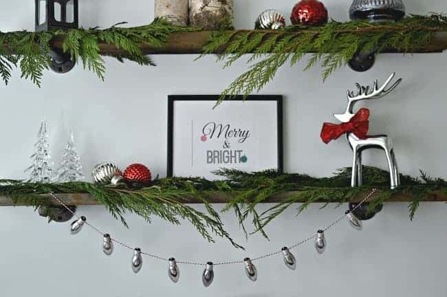 A Christmas banner made with old lightbulbs is a fun and easy holiday craft. | chatfieldcourt.com