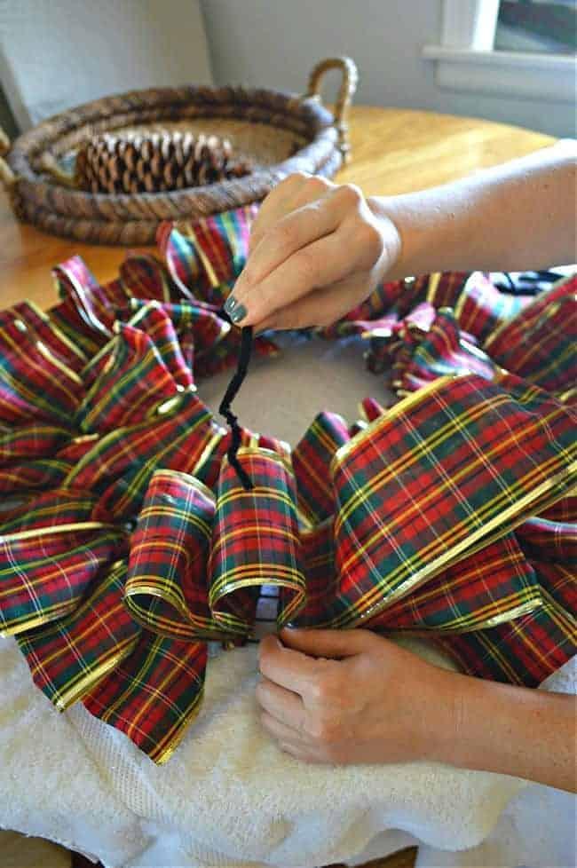 using pipe cleaner to tie ribbon wreath loop