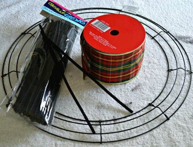 How to make a ribbon wreath with pipe cleaners and plaid ribbon | chatfieldcourt.com