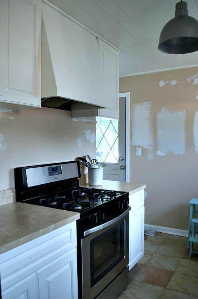 Before we painted our kitchen with Benjamin Moore Gray Owl. | chatfieldcourt.com