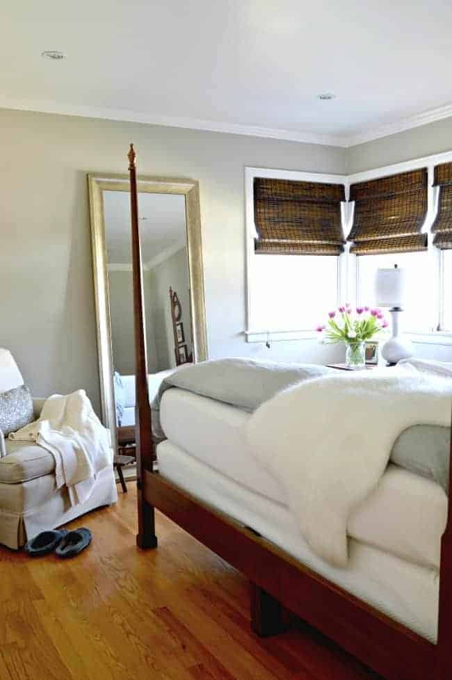 A small home tour with useful tips for living with a small master bedroom. | chatfieldcourt.com