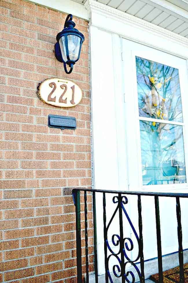 DIY rustic house numbers using a wood round and stained wooden numbers. | chatfieldcourt.com