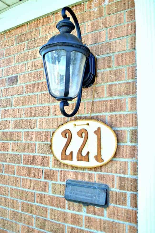 DIY rustic house numbers using a wood round, stained wooden numbers and a faux leather string. | chatfieldcourt.com
