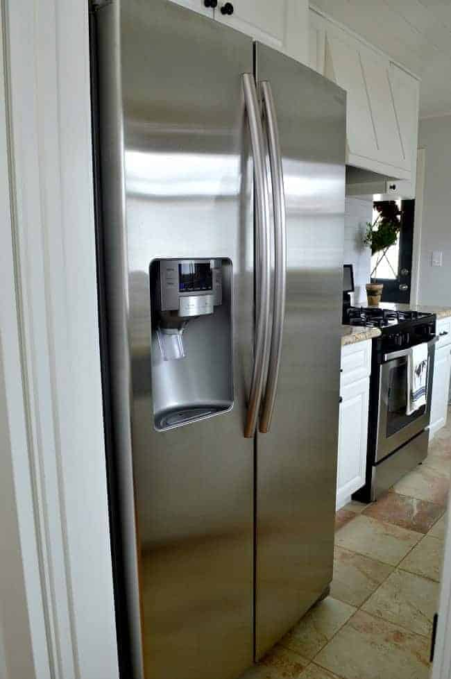 How to quickly remove hard water stains from you refrigerator water dispenser using vinegar and a paper towel. So easy! | www.chatfieldcourt.com