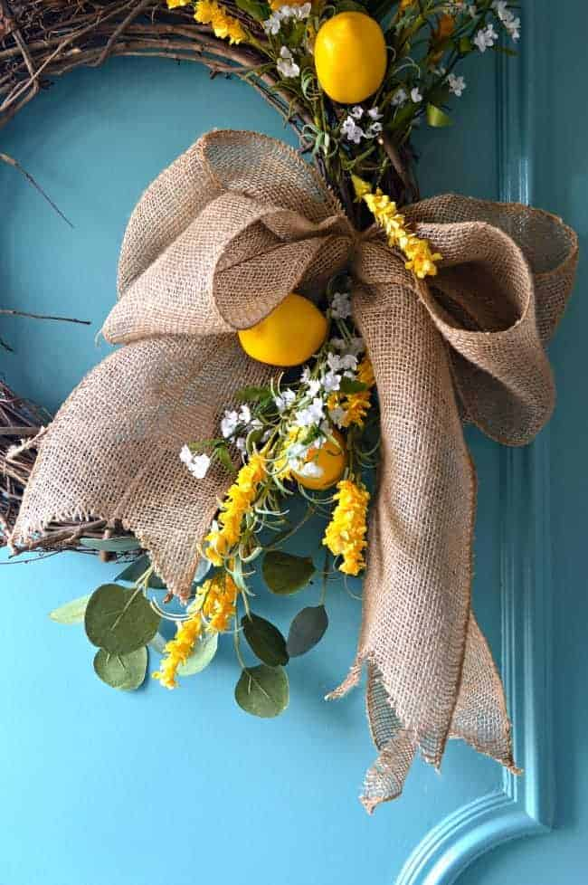 How to make a burlap bow for a wreath using just a few inexpensive supplies. A quick and easy craft to dress up a wreath. | chatfieldcourt.com