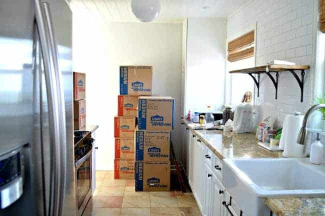 Here's 7 useful moving tips and tricks to make your move easier. | chatfieldcourt.com