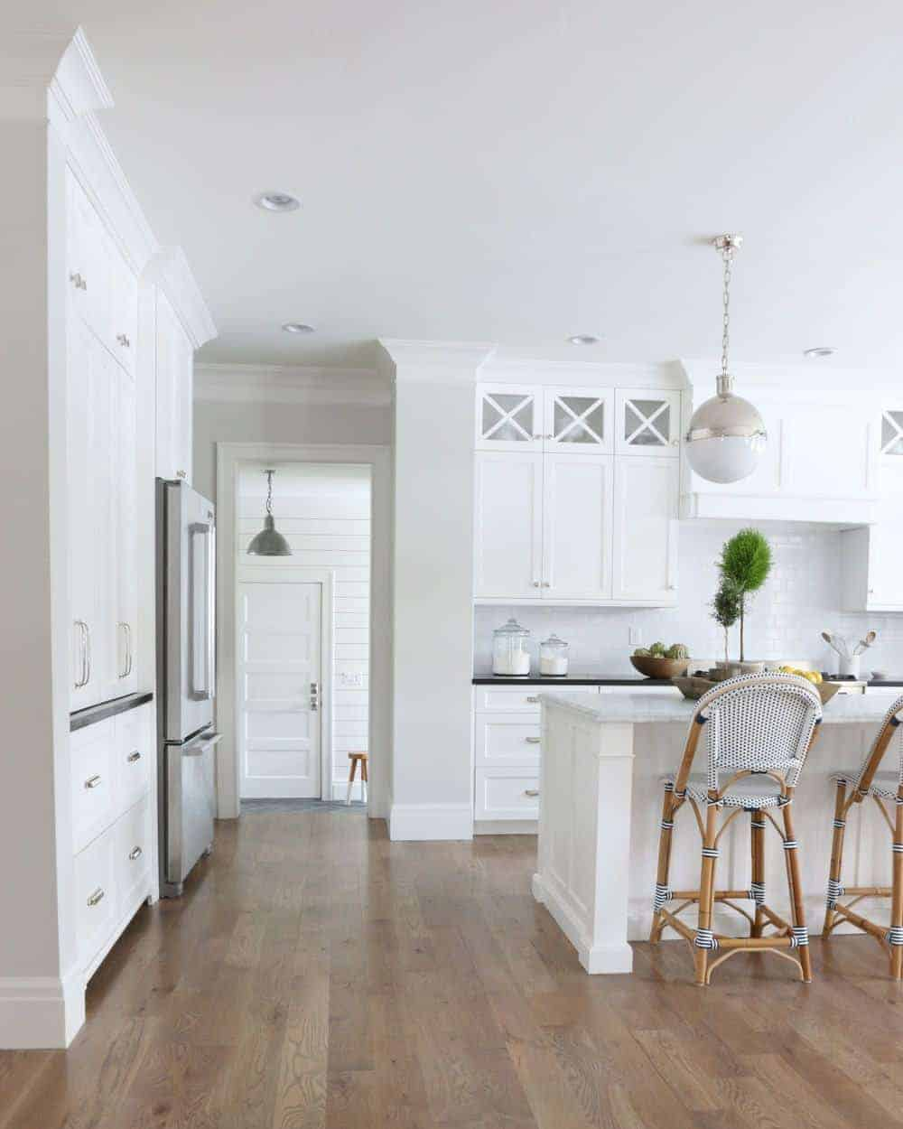 Benjamin Moore Classic Gray used in a bright kitchen, plus 6 other great gray paint colors that you can use in your home. Image via Studio McGee