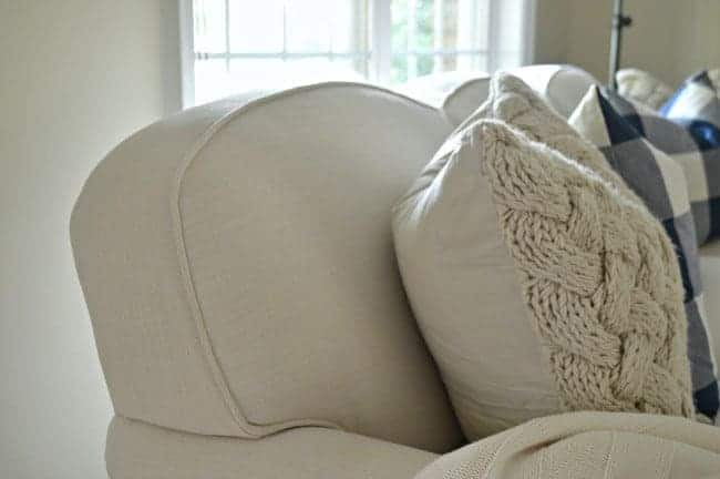 Who doesn't love a good throw pillow? A look at pillow inserts, from down to poly, and throw pillow covers, from designer to H&M Home. www.chatfieldcourt.com