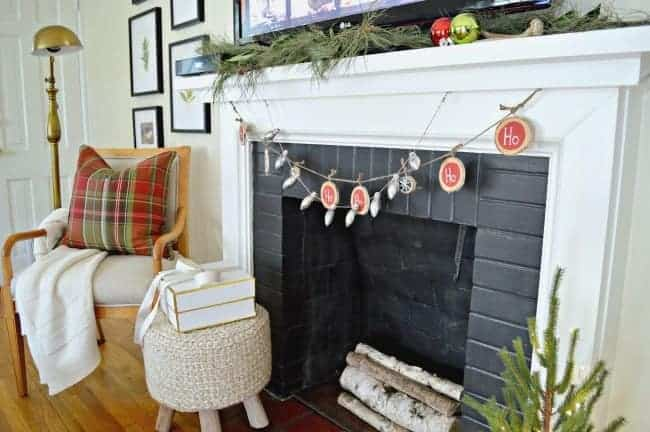 A festive and easy DIY Christmas banner made from birch wood slices and painted with red and black chalkboard paint. www.chatfieldcourt.com