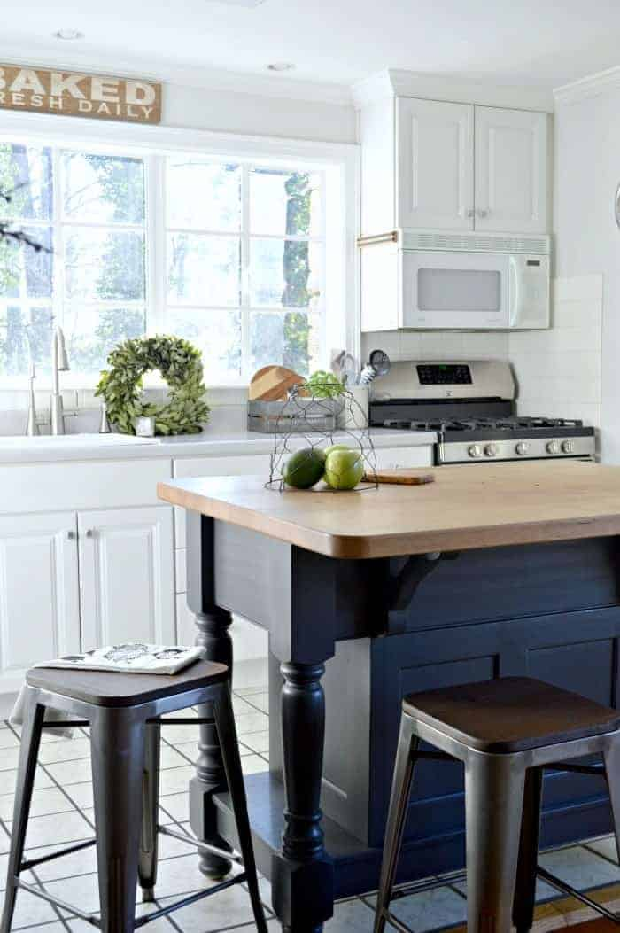 Easy kitchen island makeover with paint. www,chatfieldcourt.com