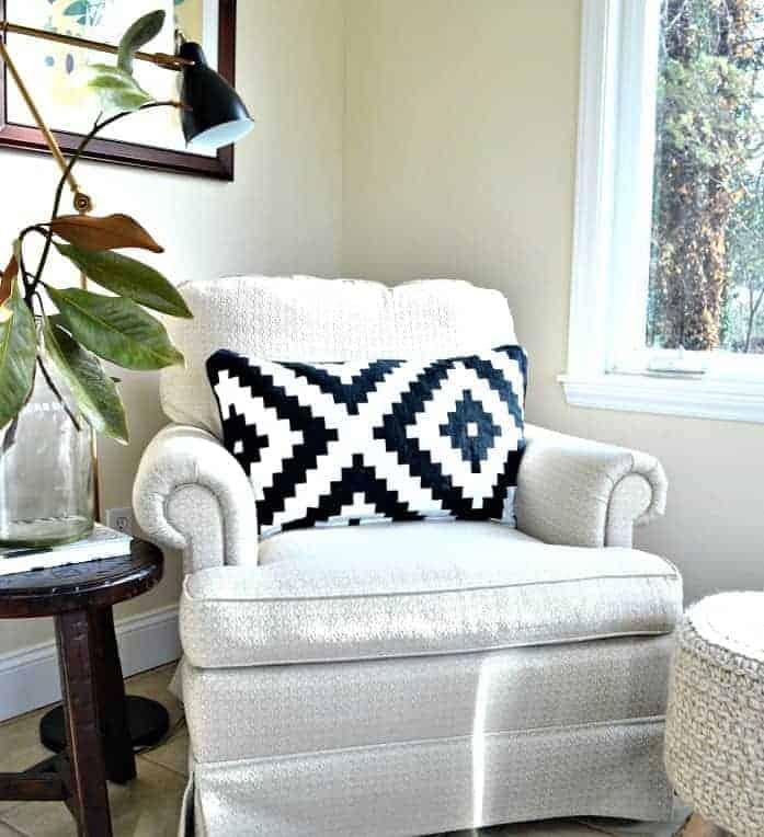 Who doesn't love a good throw pillow? A look at pillow inserts, from down to poly, and throw pillow covers, from designer to IKEA. www.chatfieldcourt.com