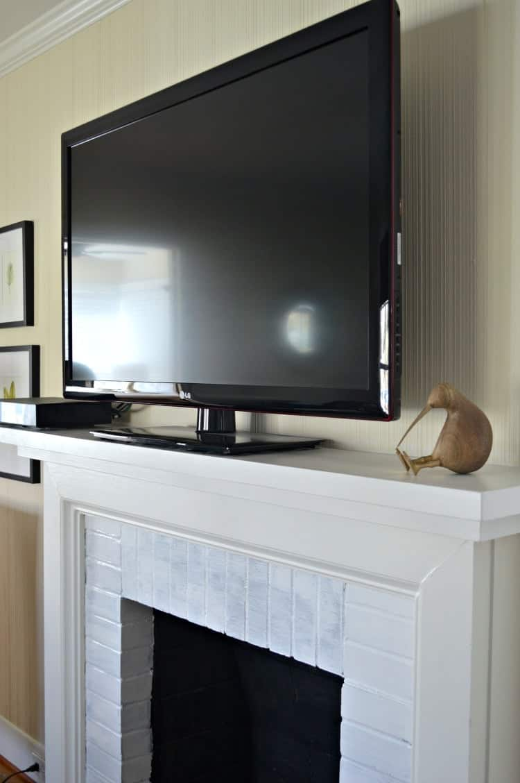 A DIY fireplace mantel makeover to accommodate a flat screen tv in a small living room. A simple and easy fix using a large piece of white pine wood and paint. www.chatfieldcourt.com