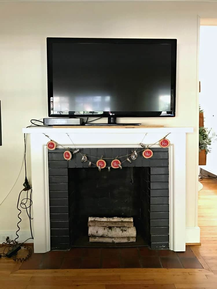 Quick and easy fireplace makeover www.chatfieldcourt.com