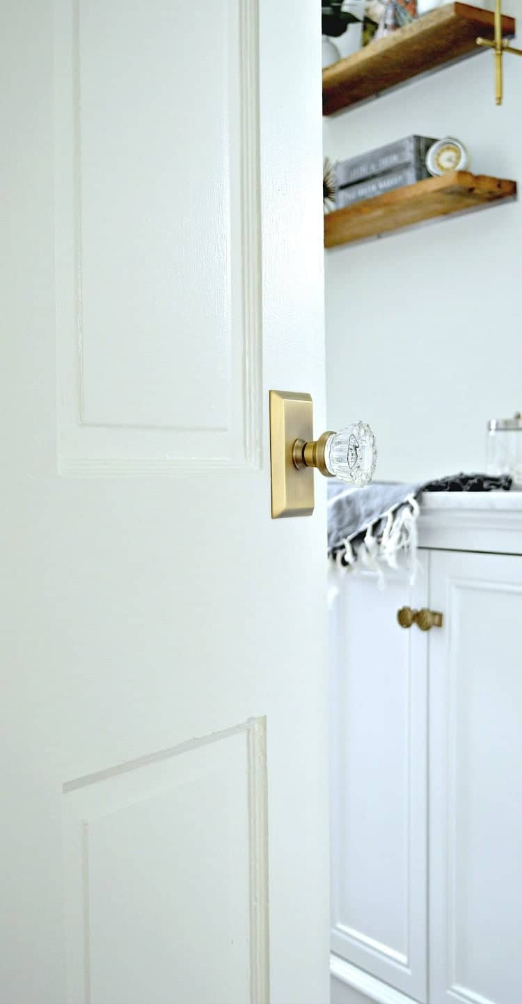 Updating old doors in a cottage bathroom with some elbow grease, paint and beautiful new glass door knobs. An easy DIY to add vintage charm to your home. | Chatfield Court