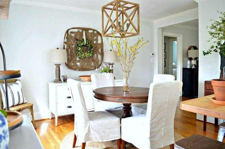 Awesome dining area decor ideas! Turning a boring space into a welcoming dining room with paint and rustic farmhouse touches. | Chatfield Court
