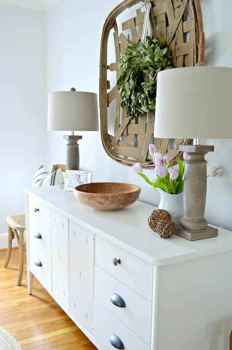 Awesome small dining area decor ideas! Turning a boring space into a welcoming dining room with paint and rustic farmhouse touches. | Chatfield Court