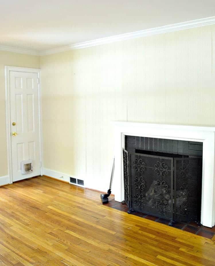 Quick and easy fireplace makeover, before www.chatfieldcourt.com