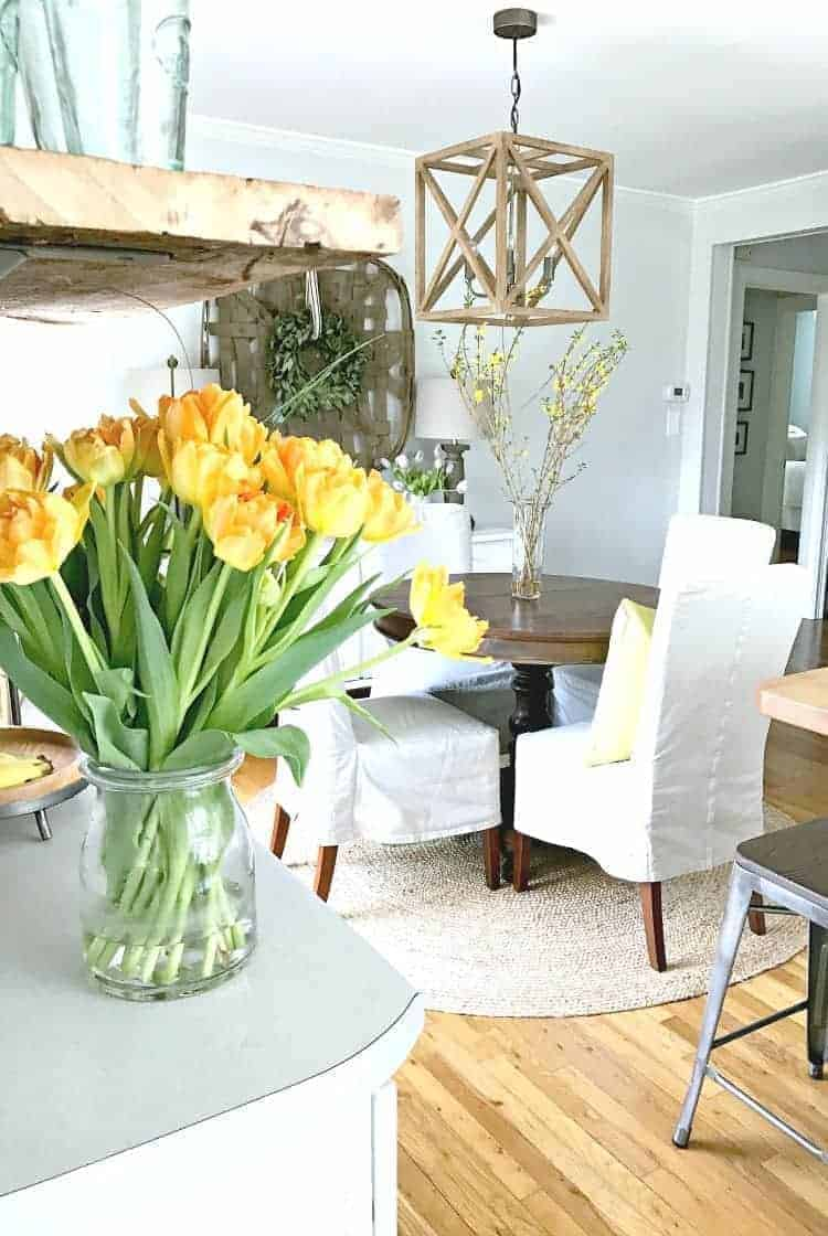 Are you ready for a different kind of spring home tour? Sure, spring is about pretty flowers around the house but it's also a time to give your kitchen a good cleaning. | Chatfield Court