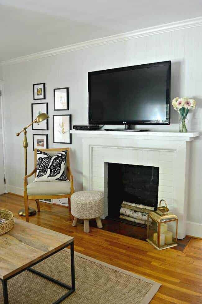 Making little changes in a small living room to make it a cozy and comfortable space.