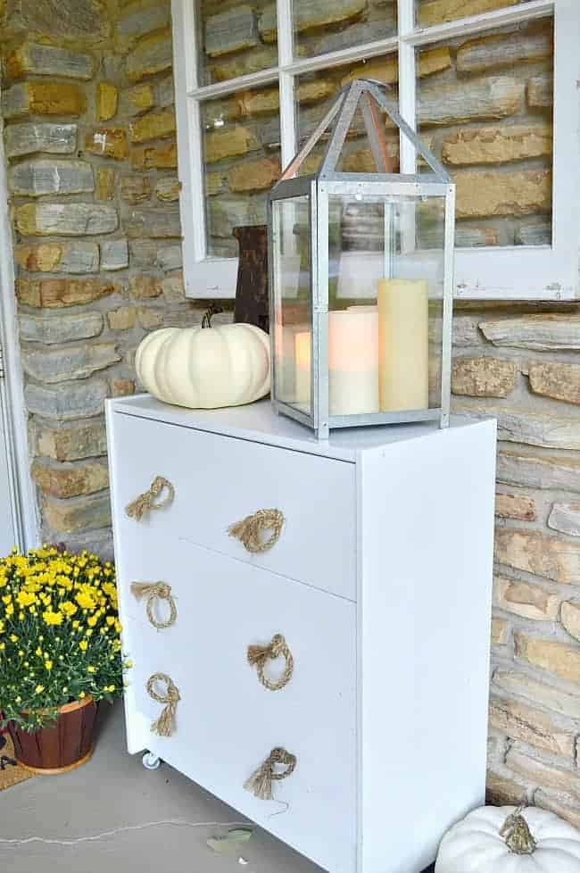 5 tips and decorating ideas for creating a welcoming fall porch for your guests from adding fall color with mums to candlelight.