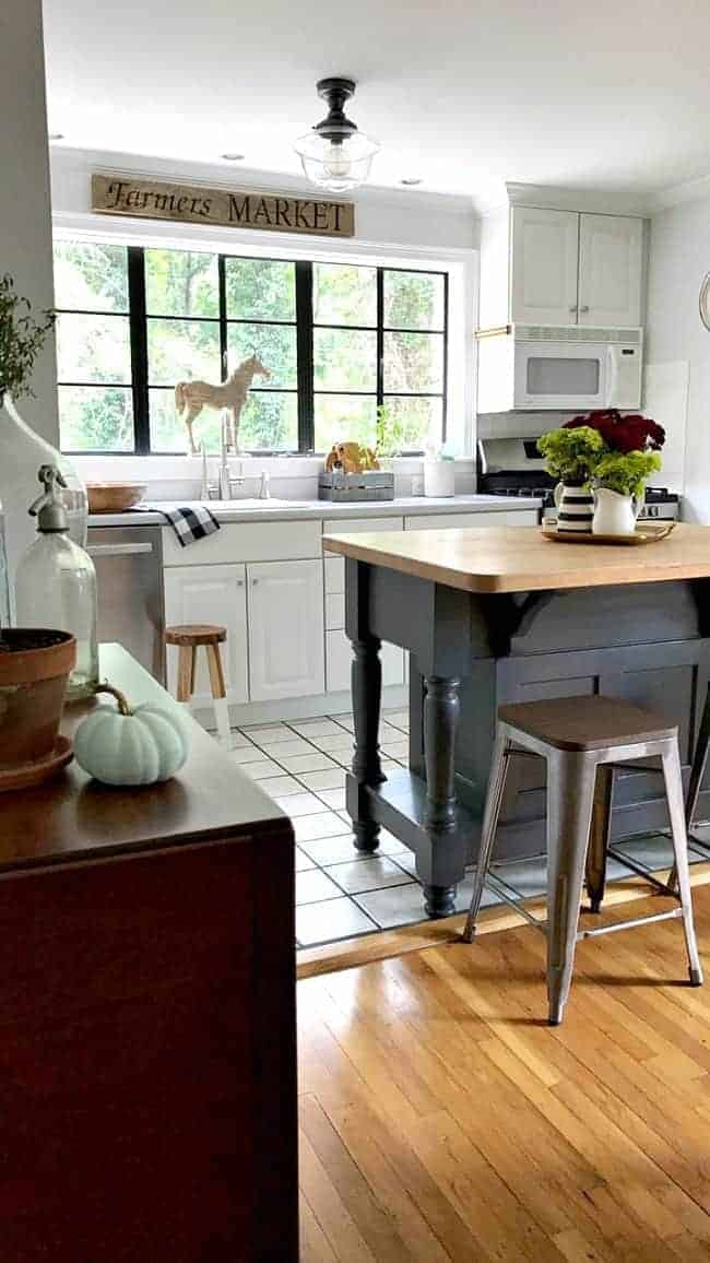 17 bloggers open up their homes to share tons of fall inspiration for this Welcome Fall Home Tour.