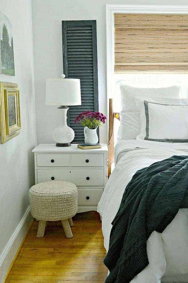 5 tips and ideas to help you create a comfortable and cozy bedroom for fall using textures.