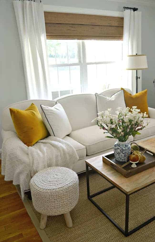 A gathering of 17 bloggers opening up their homes and sharing tons of fall inspiration for this Welcome Fall Home Tour.