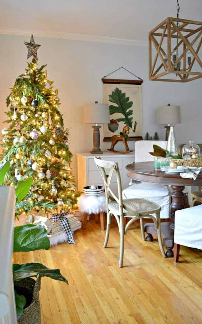 A holiday home tour with 4 blogging friends where I'm sharing our Christmas cottage dining room, decorated with natural elements and rustic glam farmhouse touches.