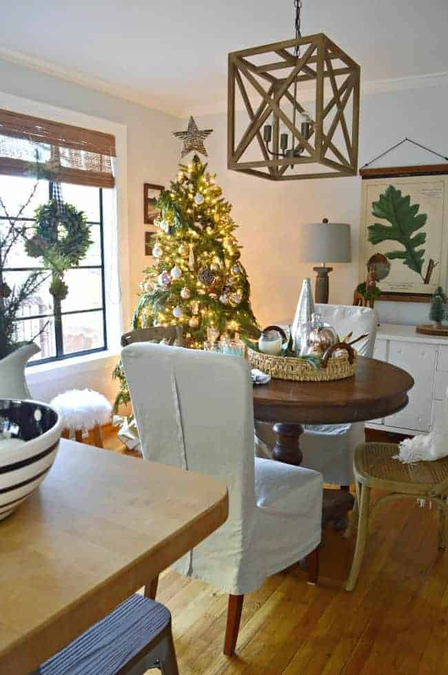 A one day holiday home tour with 4 blogging friends where I'm sharing our Christmas cottage dining room, decorated with natural elements and rustic glam touches.