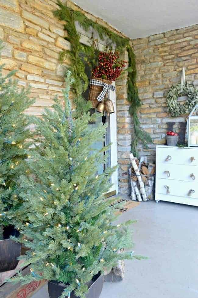 Simple christmas front porch ideas for Easy front porch christmas decorations
