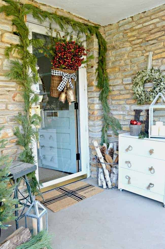 Check Out These Stylish Yet Inexpensive Spaces From Fellow: Simple Christmas Front Porch Ideas