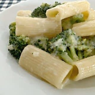 Easy Skinny Broccoli Alfredo Recipe