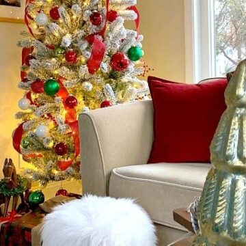 A living room filled with furniture and decorated for Christmas