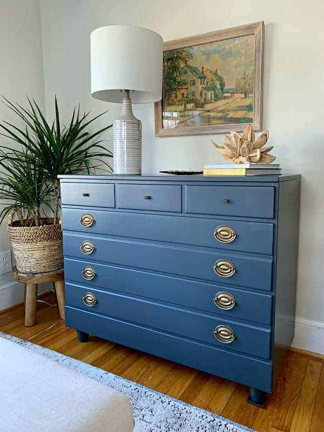 navy blue painted dresser with painting hanging over it for guest bedroom makeover