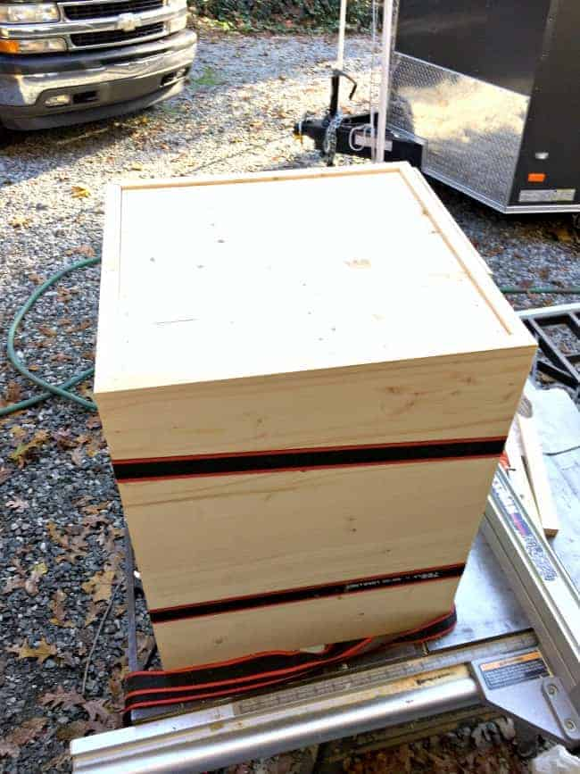 ratchet straps around wood box