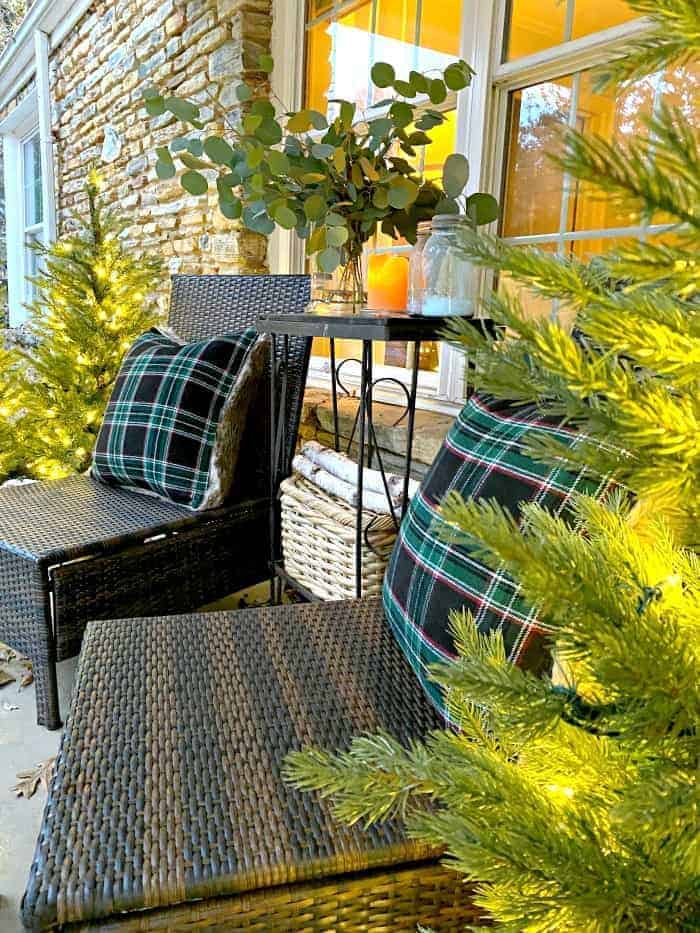 woven chairs on front porch with black checked pillows on each chair